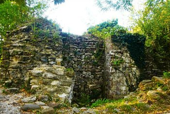 Стены крепости Годлик Сочи